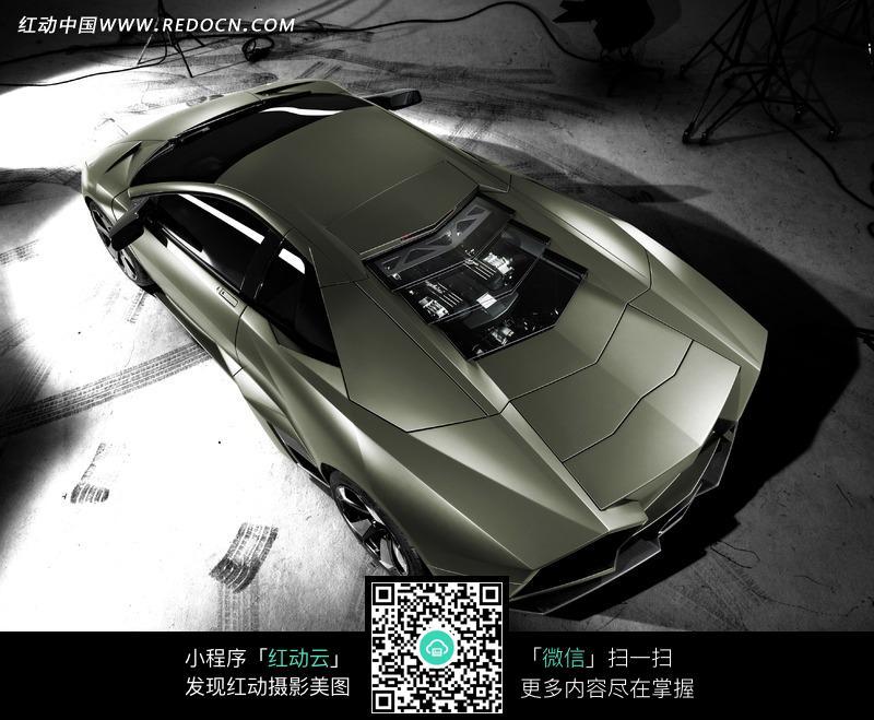 素材下载 图片素材 现代科技 交通工具 > 兰博基尼跑车顶部效果图图片
