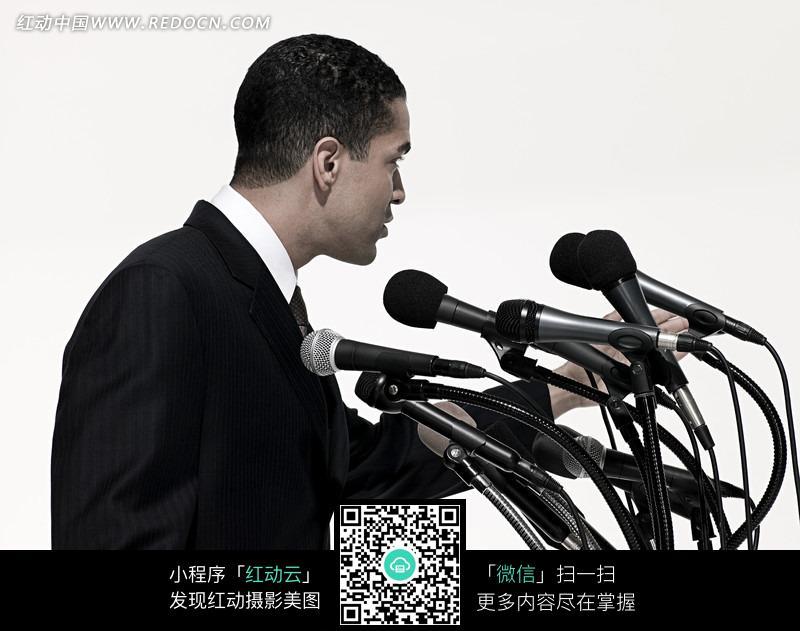 男人演讲图片_职业人物图片