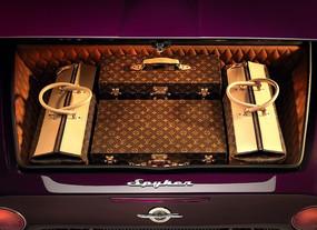 世爵汽车尾箱里面的手提箱