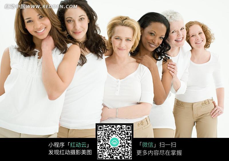 穿着白色衣服的欧洲女性们图片