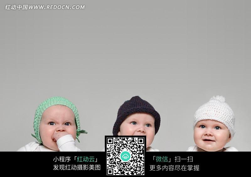 戴帽子的可爱外国婴儿图片
