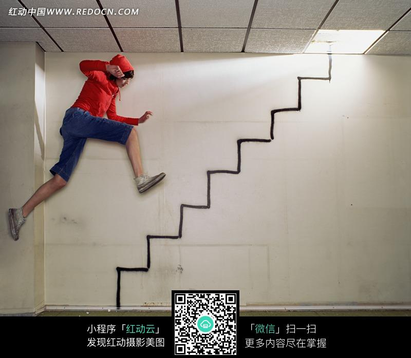 的人和墙面上的涂鸦楼梯图片免费下载 红动网