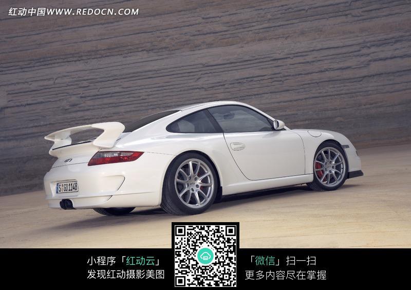 白色保时捷侧面车身的摄影图片