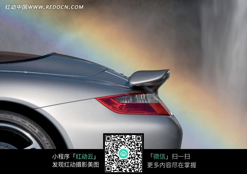 银色保时捷汽车尾翼图片高清图片