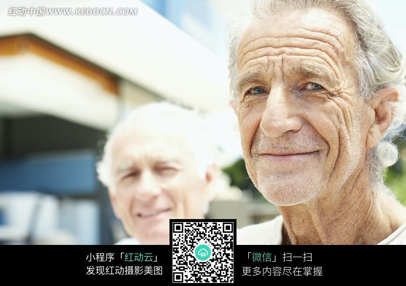 外国老年男人脸部特写图片