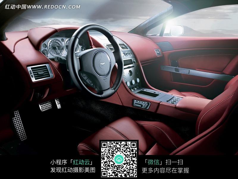 阿斯顿马丁汽车红色内饰驾驶室照片 高清图片