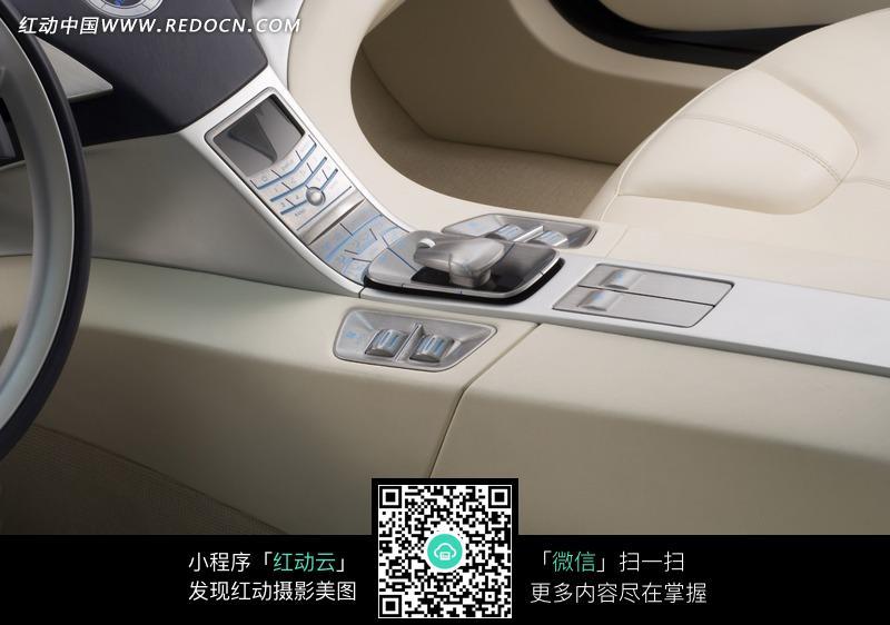 豪华的汽车内部装饰图片