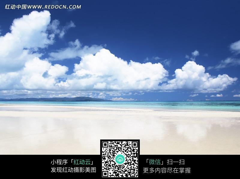 一张海边蓝天白云风景图图片