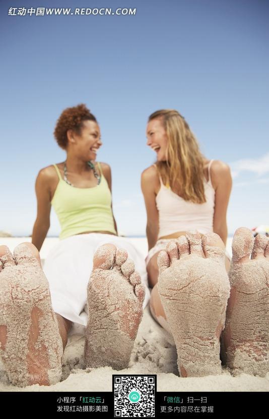 沾满白沙的图片的脚图片_日常v图片美女扩美女阴图片