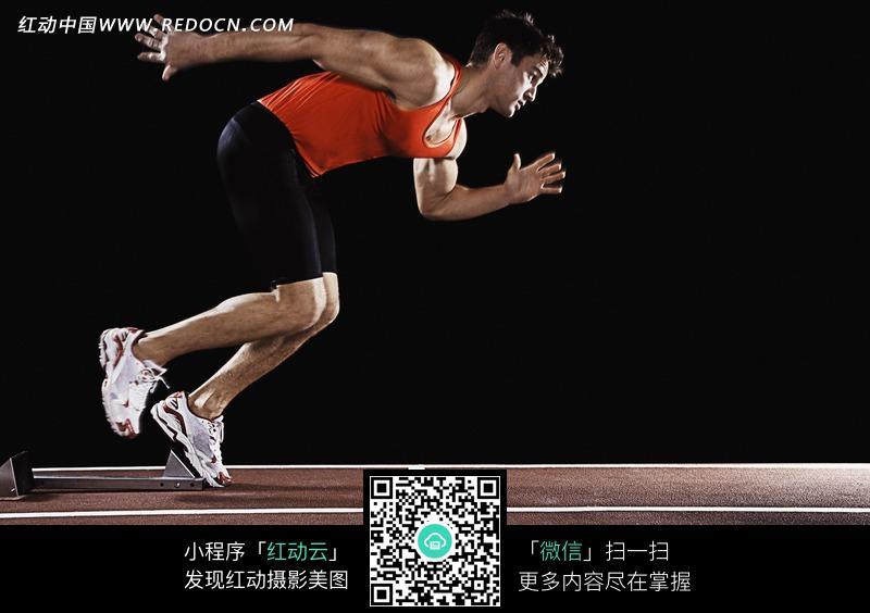 一位正在跑步的运动员图片免费下载 红动网