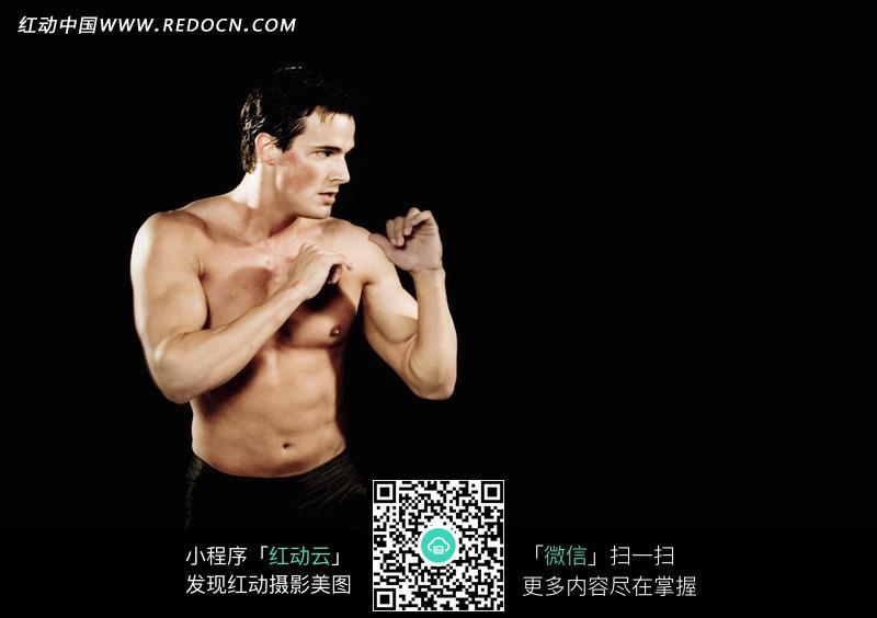 手机 男人 肌肉男/肌肉男握拳特写