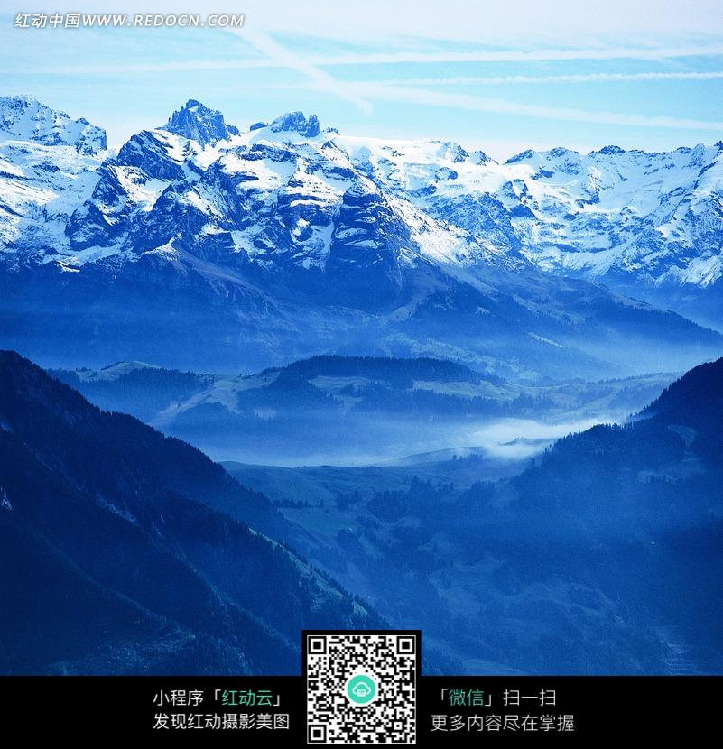 巍峨的雪山美景图片_自然风景图片