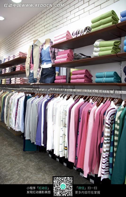 商场衣服区一角图片