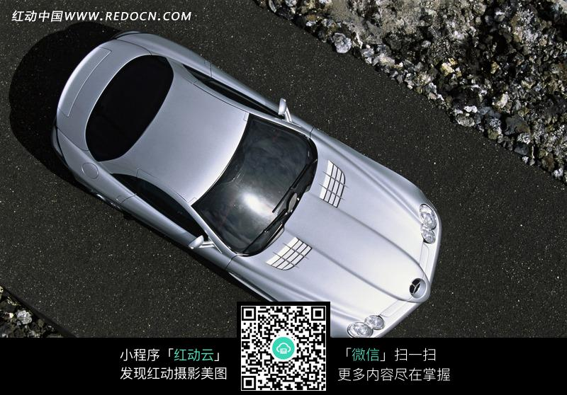 银白色汽车俯视图片