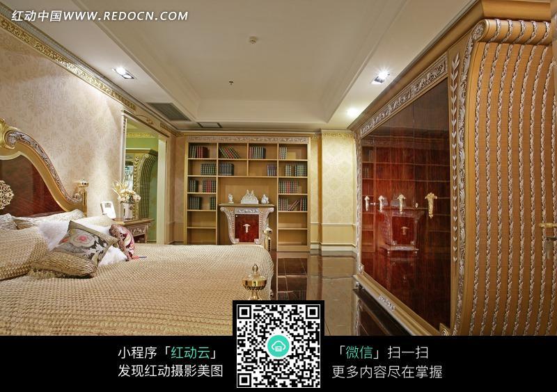 欧式床/柜子/书架构成的卧室图片