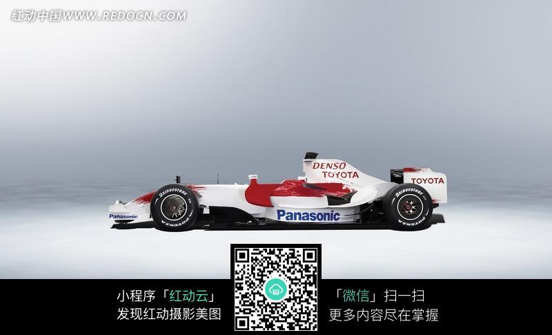 丰田f1赛车侧面高清图片