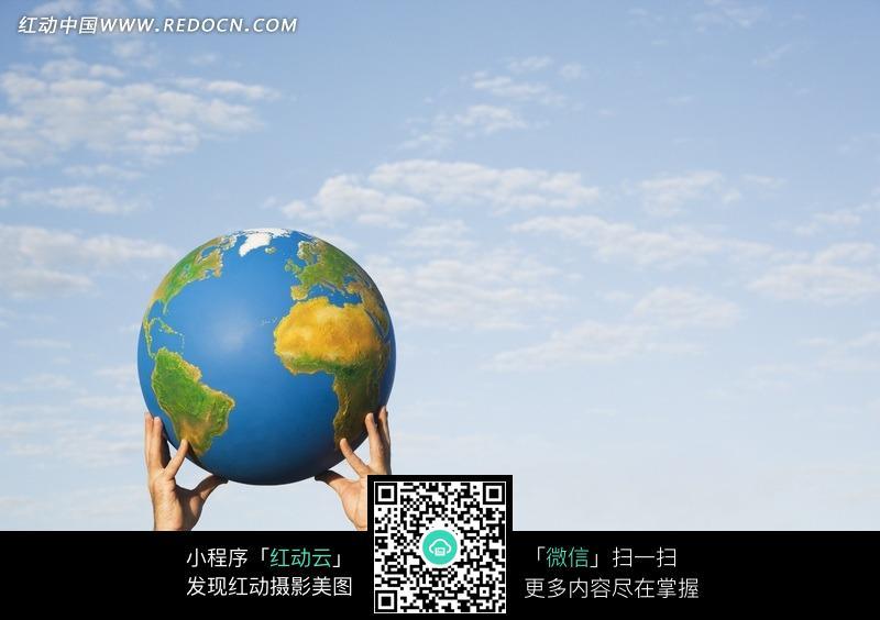 双手托起地球模型的人图片免费下载 编号915423 红动网