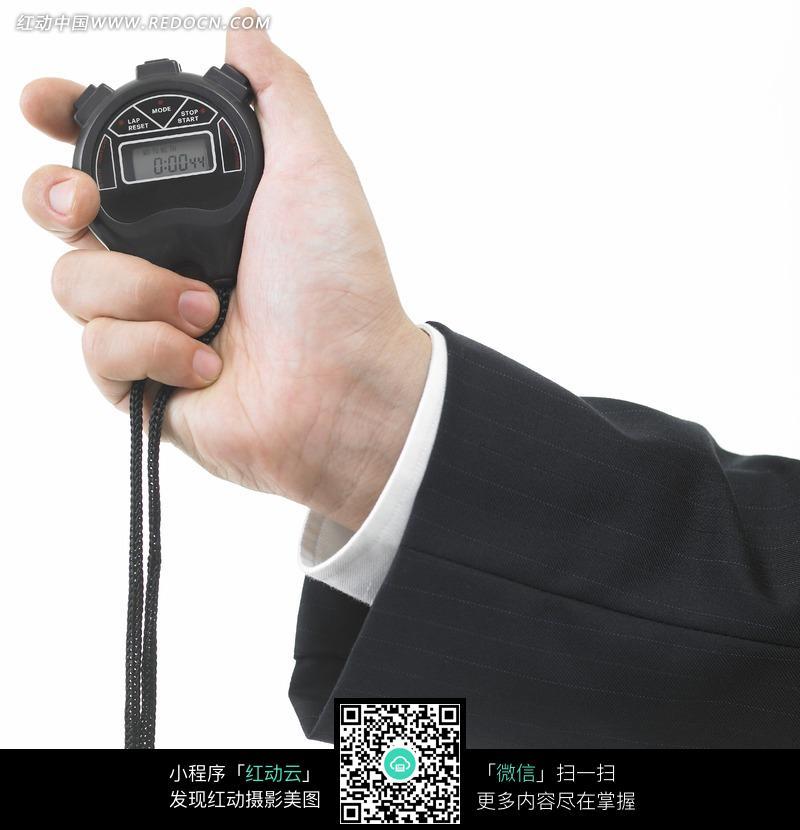 握住秒表计时器的手图片