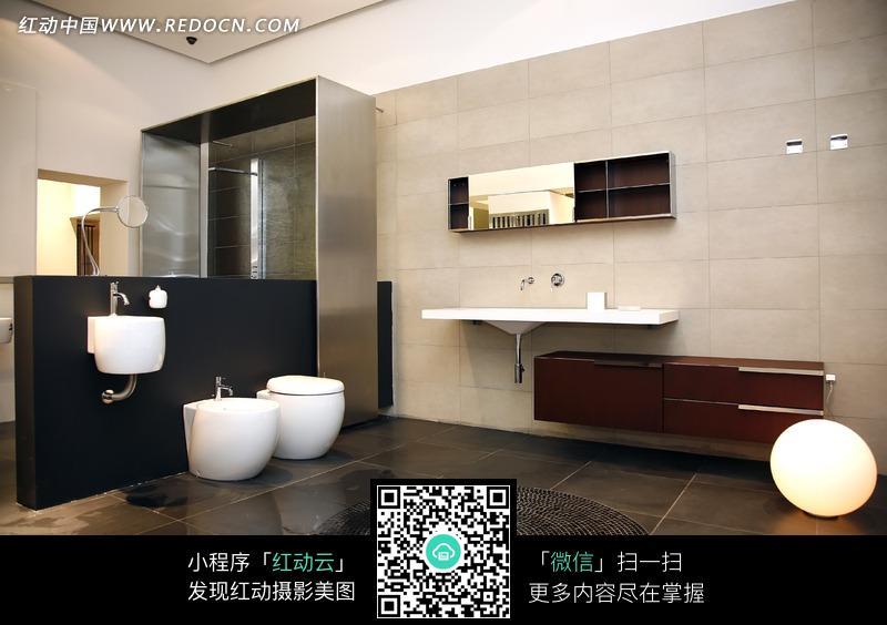 家居空间 商业 室内装饰        高档公寓 马桶 洗脸台 亮灰色 室内设