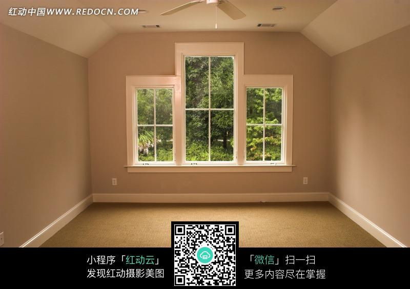 现代简约风客厅窗户图片