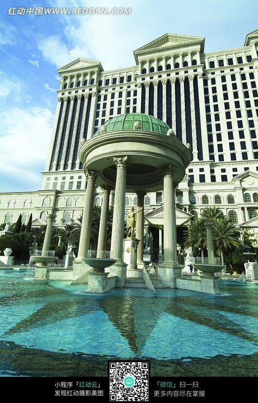 圆顶的欧式建筑图片