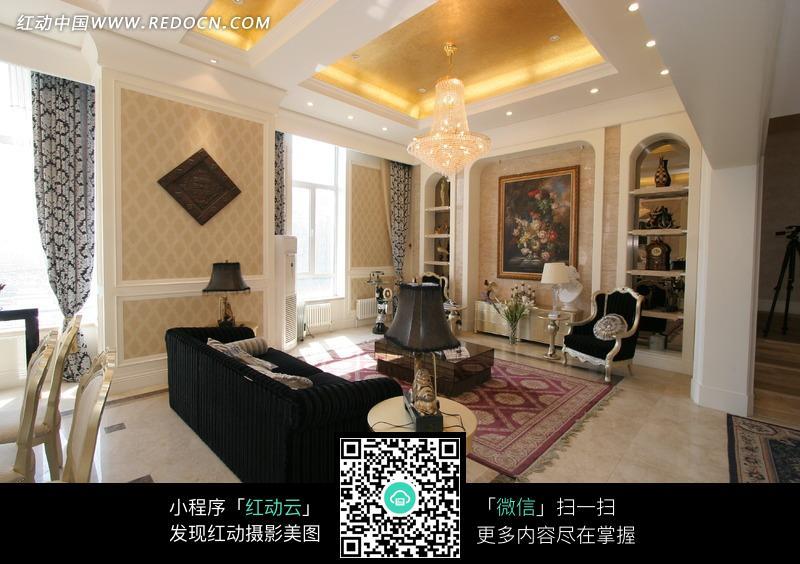欧式暖色调明亮宽敞的客厅图片