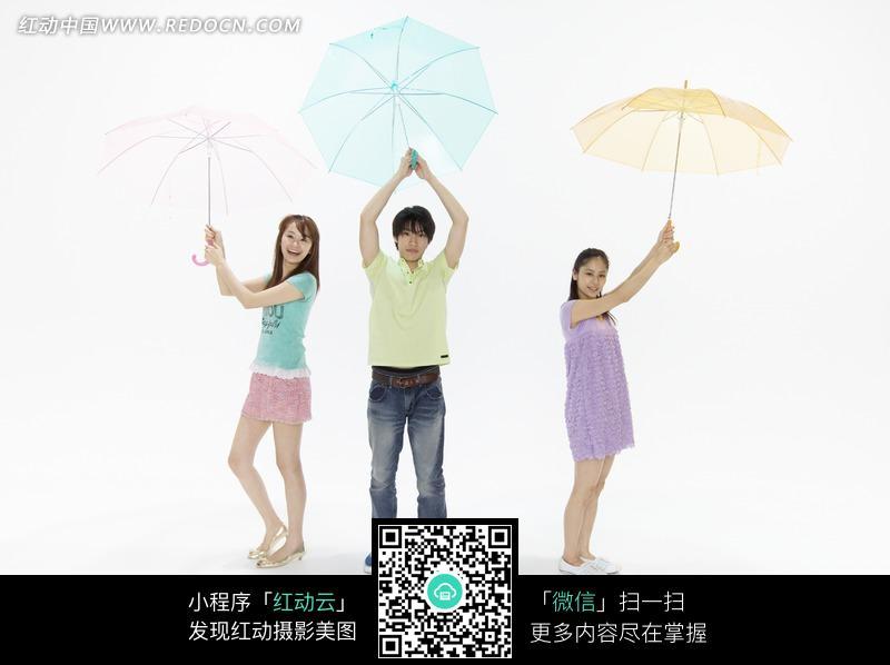 打伞的人物图片