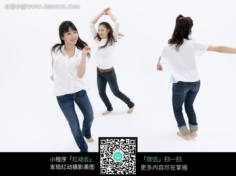 三个伸胳膊舞腿跳舞的女性图片图片