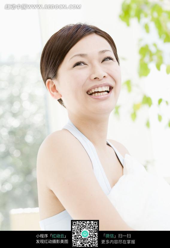 露牙大笑的女人图片编号:937337 女性女人