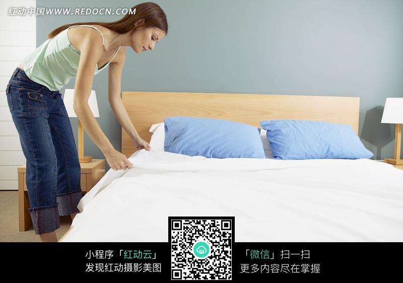 床铺上的欧式镜子_室内设计图片