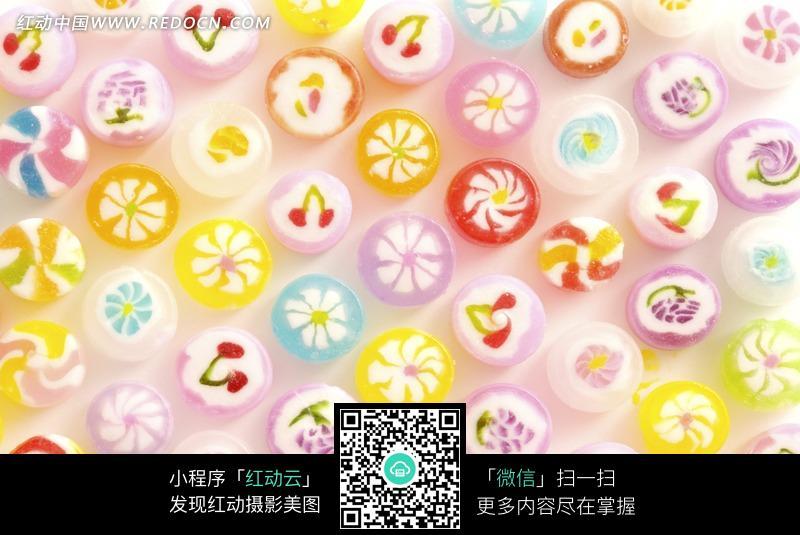 排列整齐的圆形印花糖果