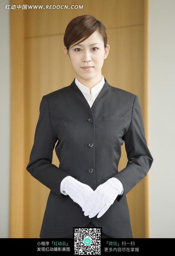 穿西装带白手套的职业女性图片