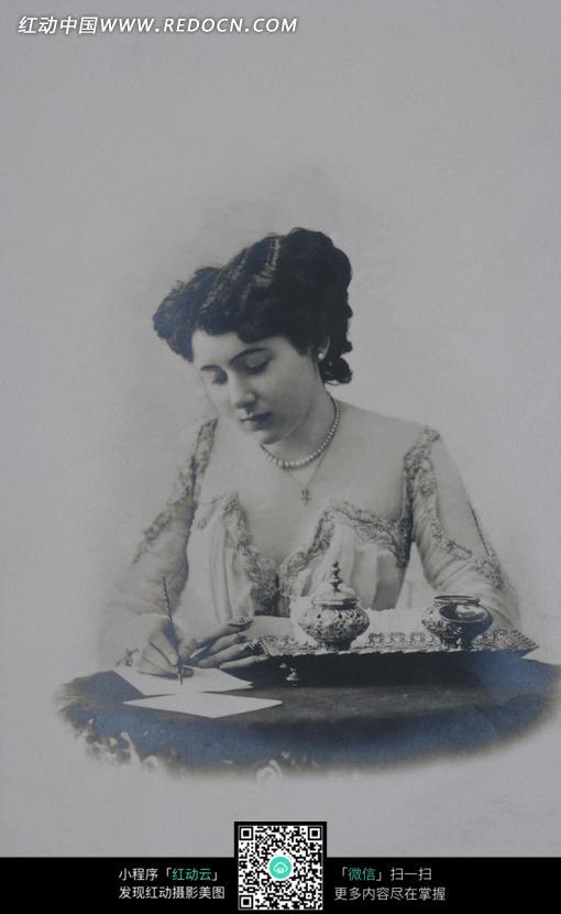 正在写字的欧美女孩图片_女性女人图片