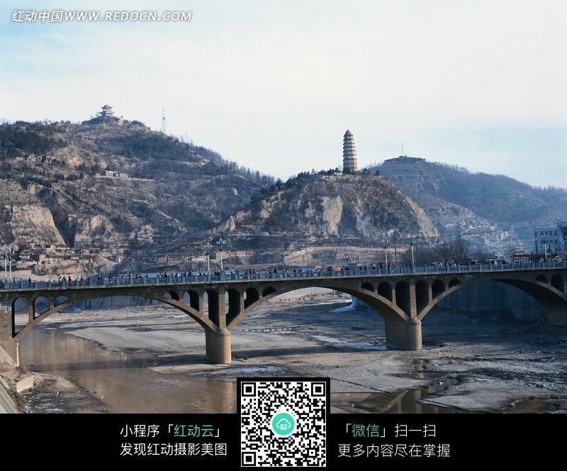 陕西延安宝塔山远眺图片