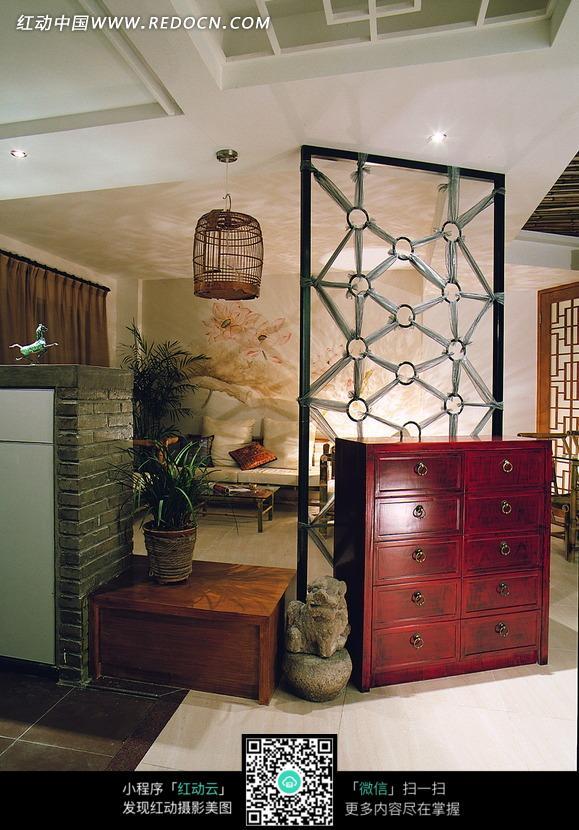 装饰柜隔断后的客厅区装修效果图片高清图片