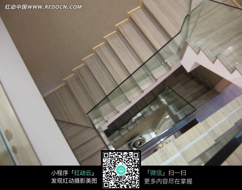 俯视曲折的楼梯图片