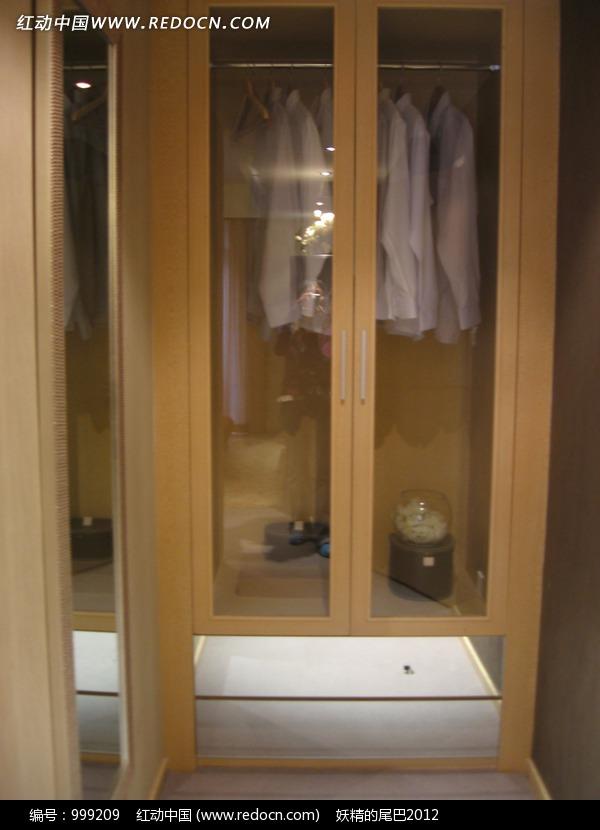 您当前访问素材主题是透明的玻璃衣柜,编号是999209,文件格式jpg,您图片