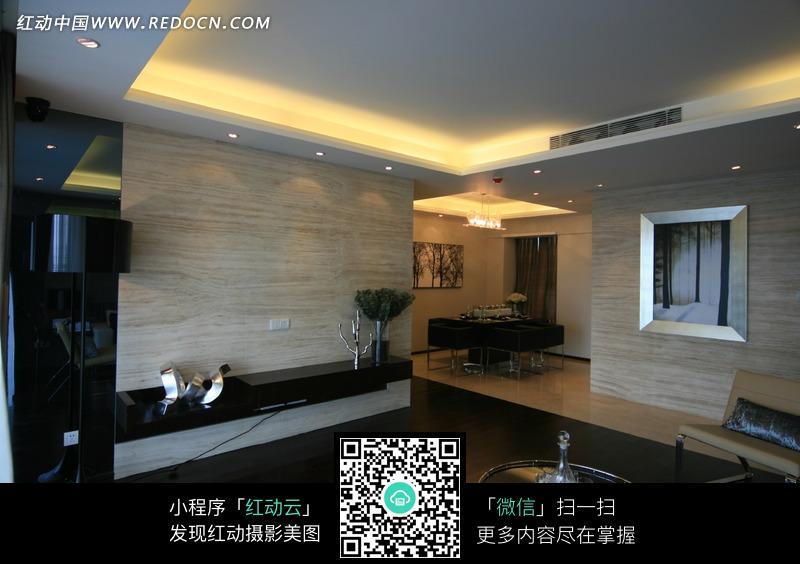 客厅到饭厅转角方向的装修效果图
