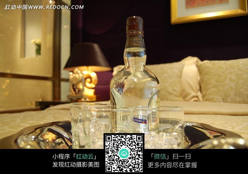酒瓶圖片素材,編號是1002097,文件格式jpg,您下載的是一個壓縮包文件圖片