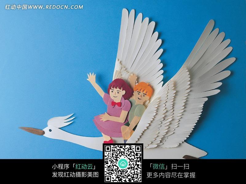 纸雕坐在仙鹤身上的两个孩子图片