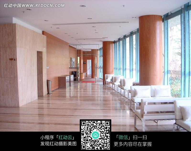 落地窗 圆柱 柱子 白色沙发 休闲 装饰效果图 酒店设计  室内设计