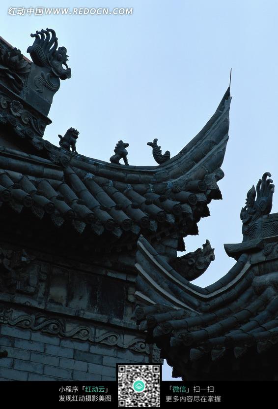 古代中国房屋屋檐特写照片