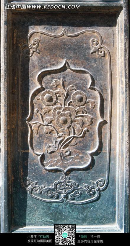 精美的花朵木雕牌匾图片