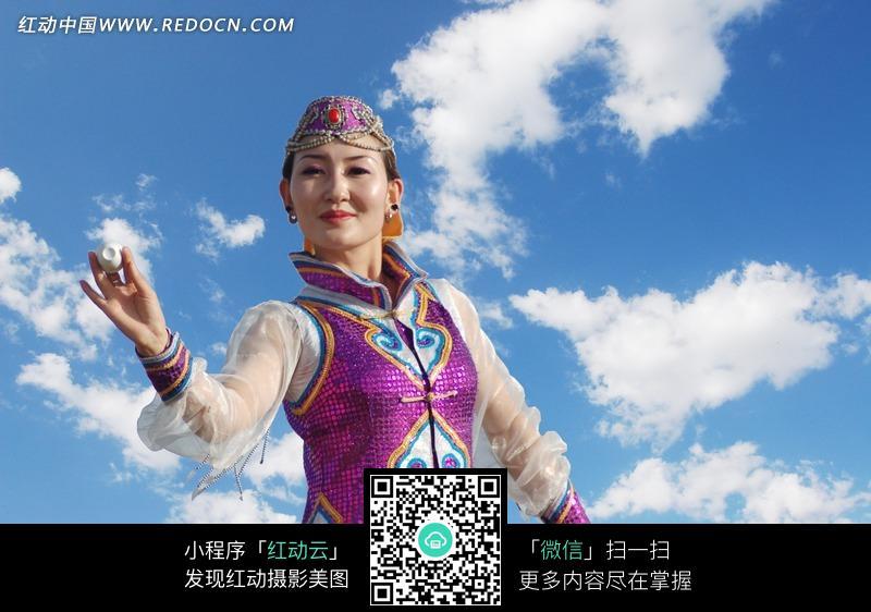 跳舞的蒙古族女子