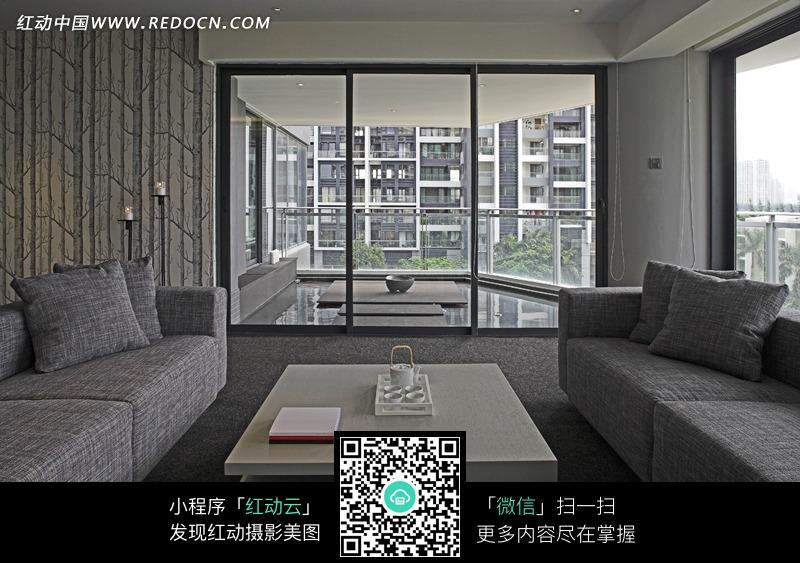 灰色沙发 茶几 靠枕 落地窗      室内设计 装修 现代 简约 时尚 摄影