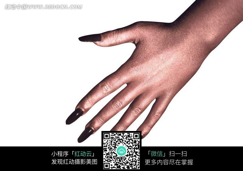 黑色长指甲的一只女人的手图片