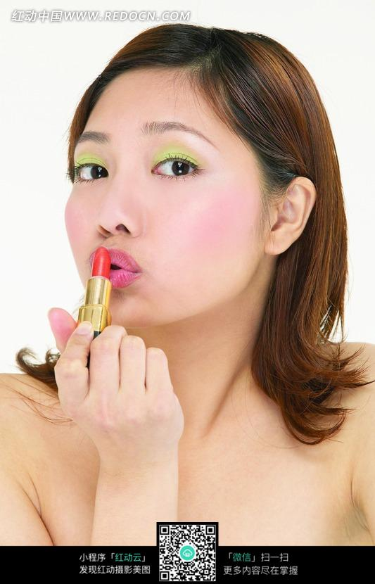 亲吻口红的美女图片 女性女人图片