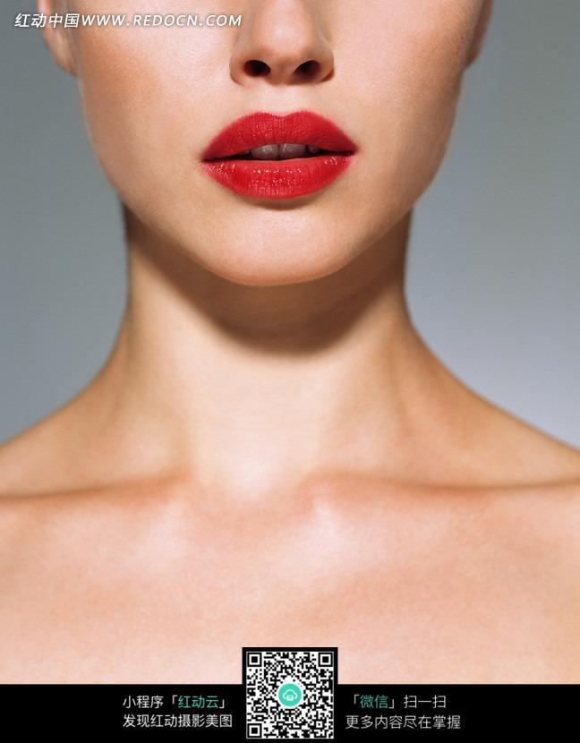 美丽的锁骨与红唇