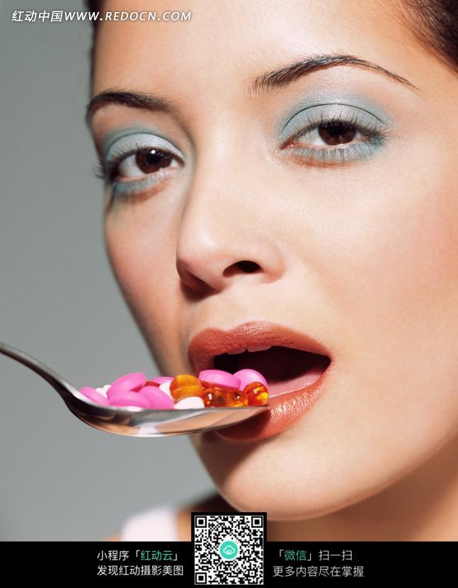 微张小嘴眼神魅惑的美女图片 女性女人图片