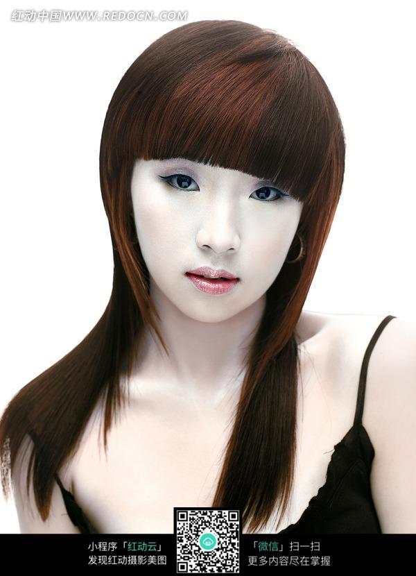 漂亮直发齐刘海的美女发型设计图片